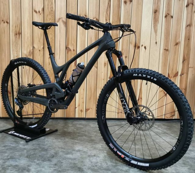 Welcome our EVIL Offering v2 Demobike (size L)! The wasabi shadow dark lord of singletrack is waiting to rule your test ride. Contact us for details  - - - @evilbicycles #bleedblackdieevil #darklordofsingletrack #onebiketorulethemall #mtb #enduro #downhill #trailbike #funbike #doitall
